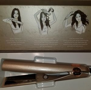 Like new TYME curling iron mint condition